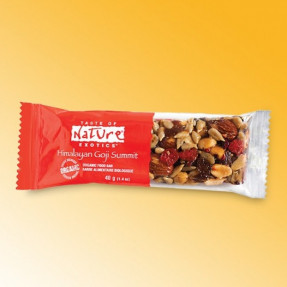 Goji, peanuts and raisin bar